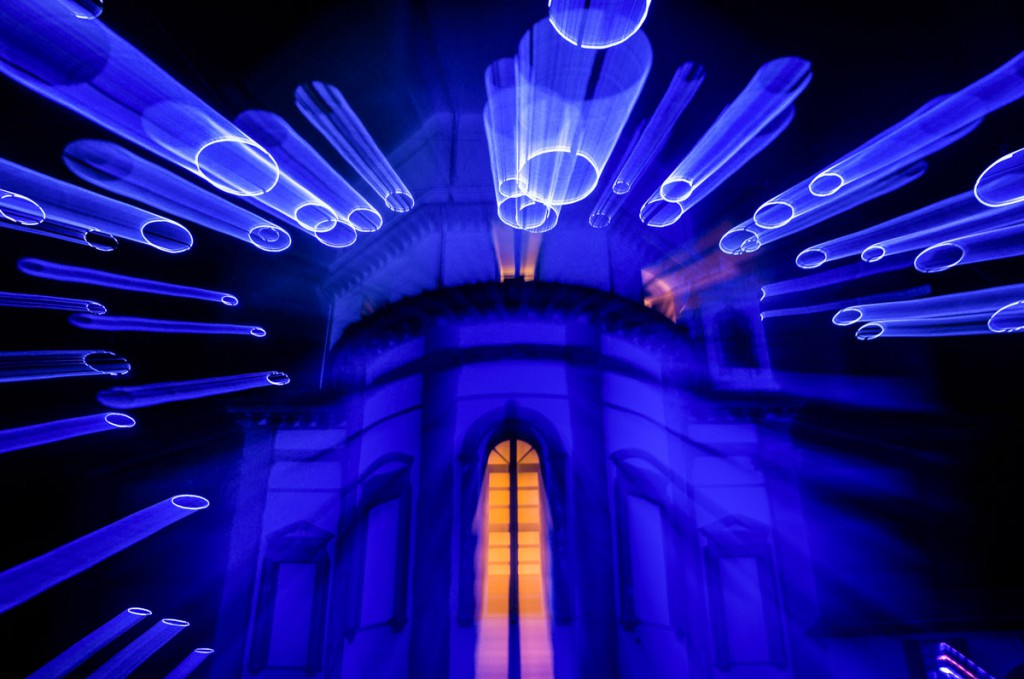 Monte dei Cappuccini illuminato da installazione artistica luminosa