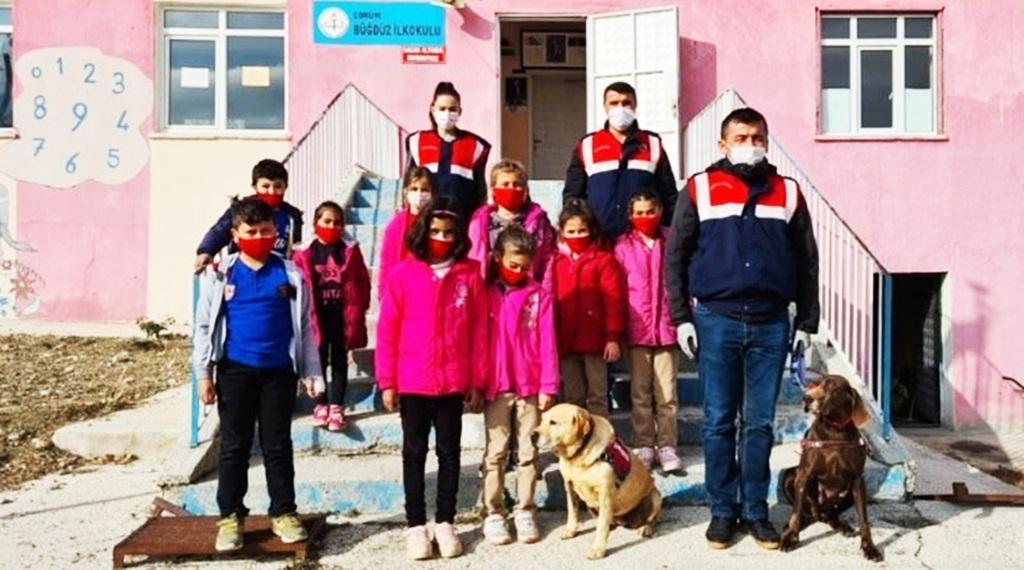 Jandarma Öğrencilere Depremi Anlattı