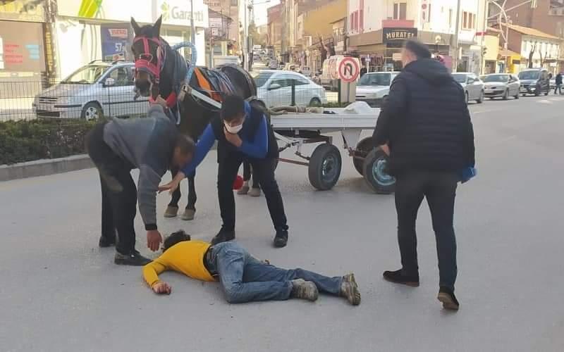 At Arabasından Düşen Sürücü Yaralandı