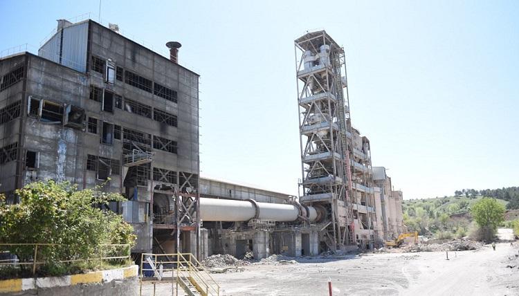 Çimento Fabrikasında Söküm Başladı