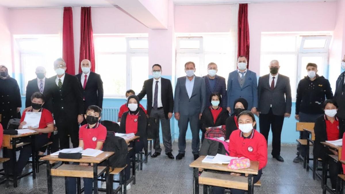 Türkler Köyü'nde Öğrencilere Ücretsiz Kaynaklar Dağıtıldı