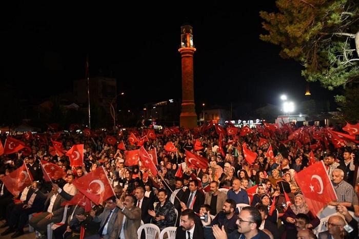 ÇORUM'DA DEMOKRASİ ŞEHİTLERİ ANILDI