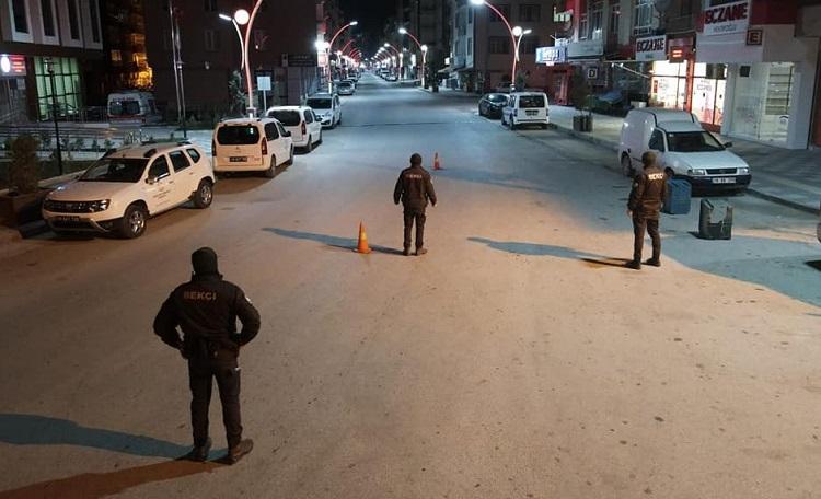 POLİSLER İLÇEDE KUŞ UÇURTMADI!