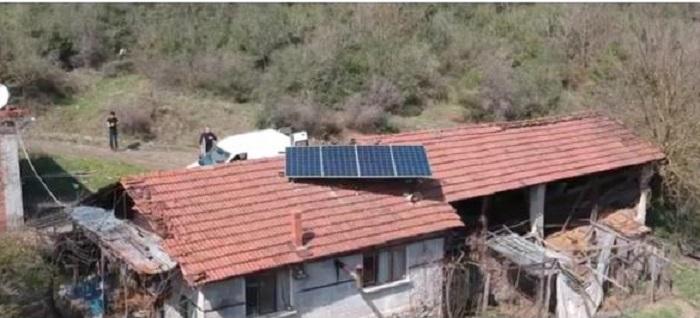 Çatıdaki güneş panelini çaldılar!