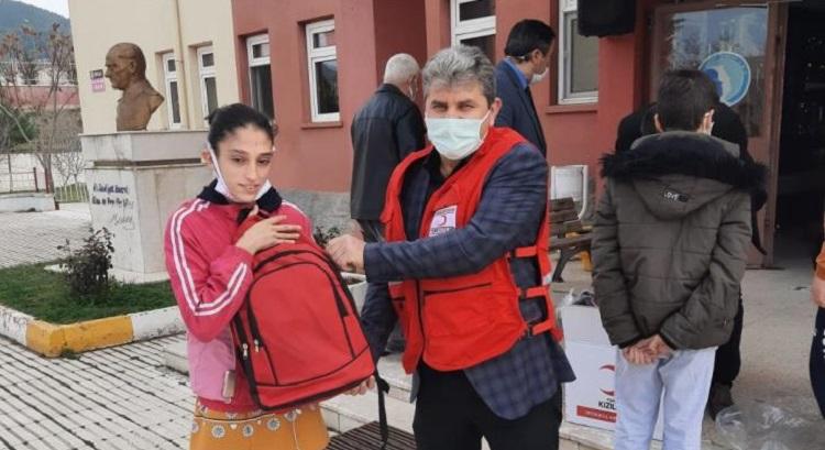 Kızılay'dan öğrencilere eğitim desteği