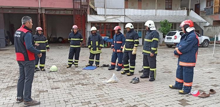 Bayat Belediyesi itfaiyecilerine eğitim