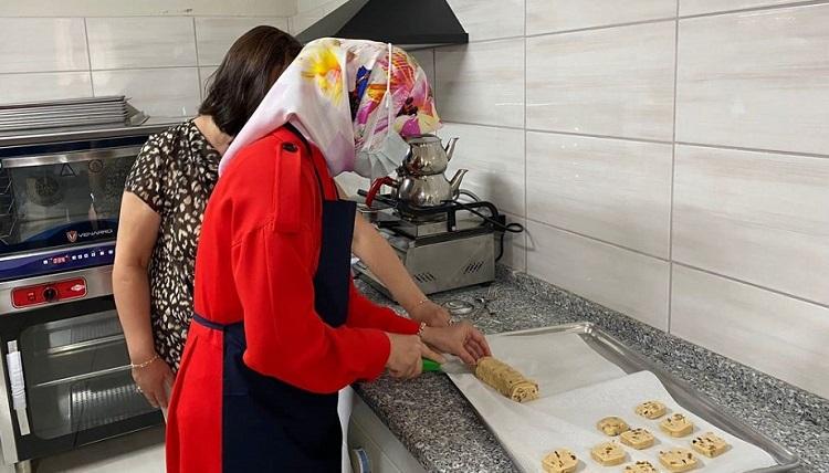 Glutensiz mutfakta kurabiye yaptı