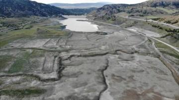 Hatap Barajını kuraklık vurdu