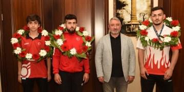 Şampiyonlardan Başkan Aşgın'a ziyaret