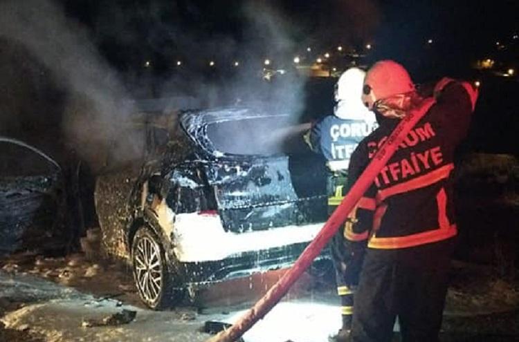 Lüks jeep tamamen yandı