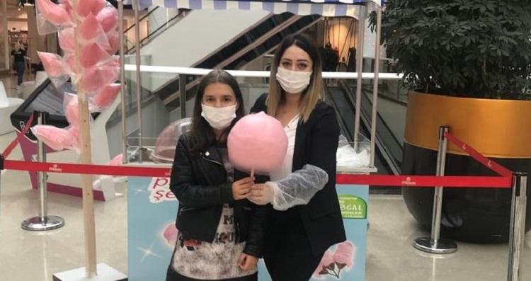 Çocuklara pamuk şeker sürprizi