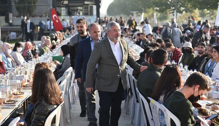 Başkan gençlerle yakından ilgilendi