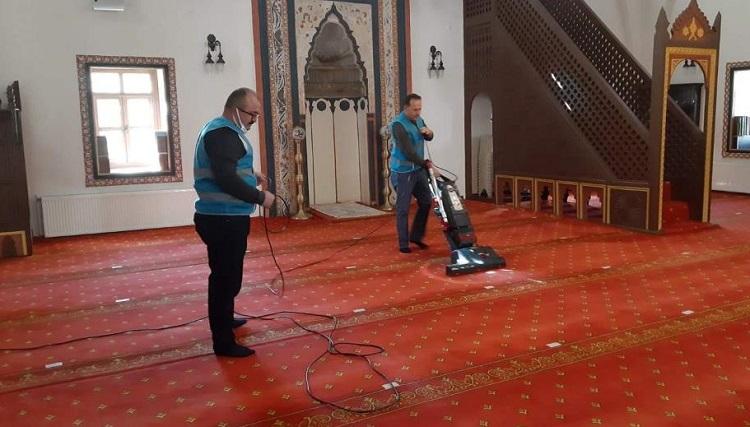 Camilerin temizliğini yapacaklar!