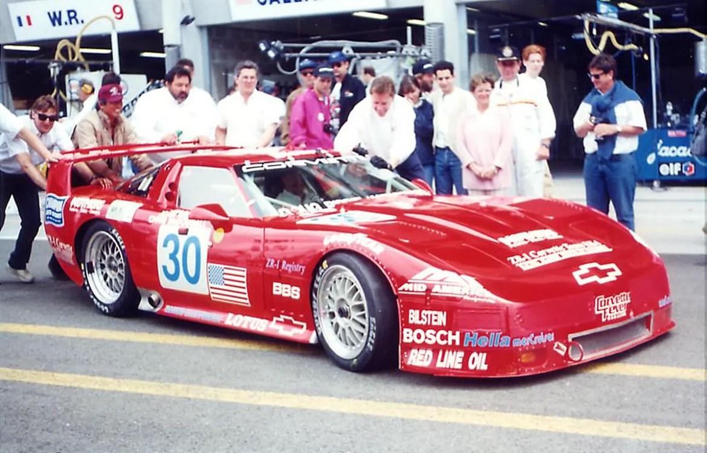 Pit Crew behind the 1995 Corvette ZR-1 Le Mans GT1 car