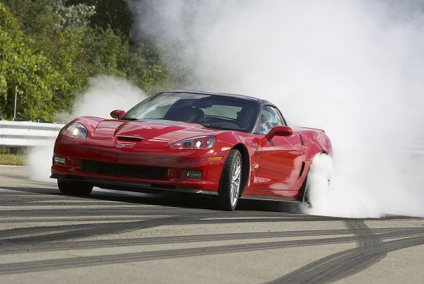 2011-Chevrolet-Corvette-ZR1-burnout.jpg