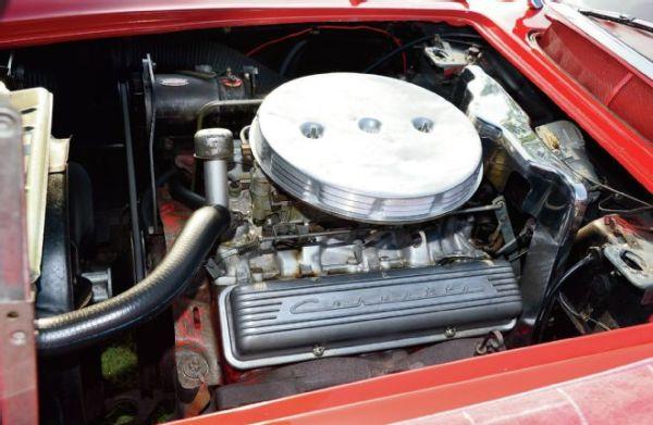 1960-chevrolet-corvette-engine-view