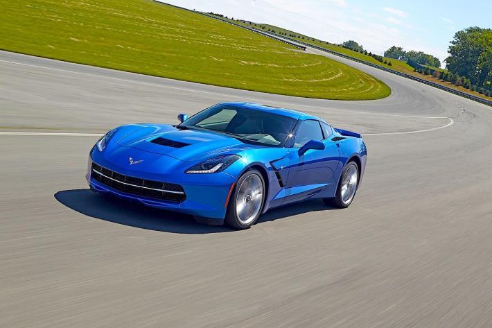 Chevrolet-Corvette-Stingray-on-track-blue