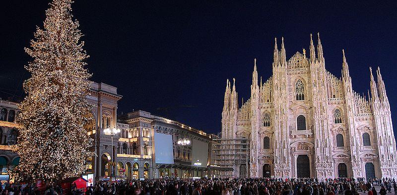 Milano inizia ad accendersi di luci e colori per le festività di Natale 2017