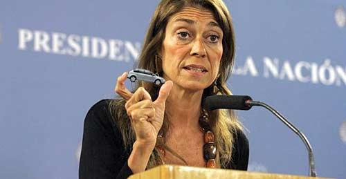 ministra de la Producción, Débora Giorgi. Fotomontaje: Cosas de Autos.