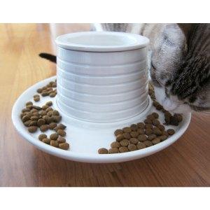 Varios gatos pueden comer a la vez en él