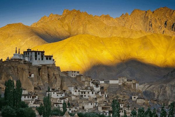 tempio-di-leh-in-ladakh-in-india