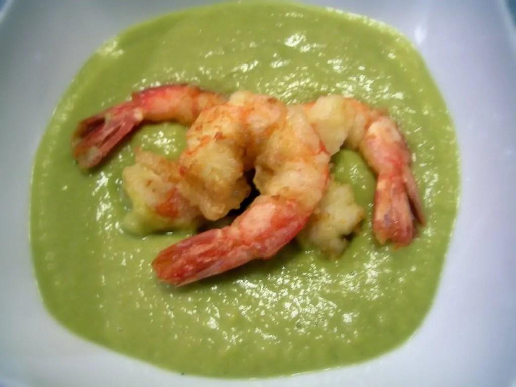 Cremina verde al cocco con piselli, zenzero e tempura