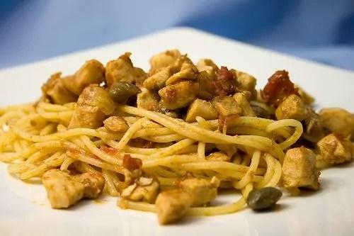 Gli spaghetti con Pesce Spada i capperi e il finocchietto di Favignana