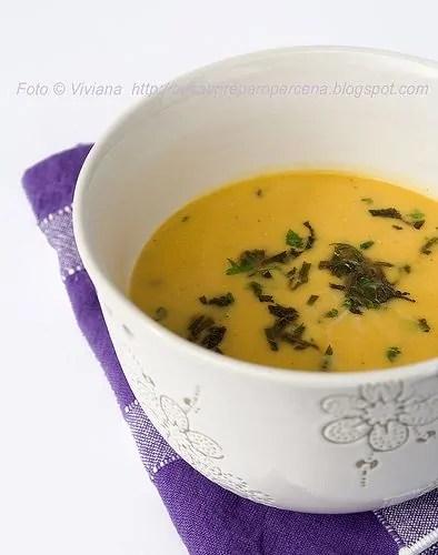 zuppa speziata di cocco e zucca