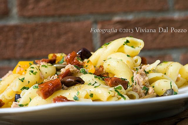 Apro il frigo e faccio la pasta con tonno capperi e olive