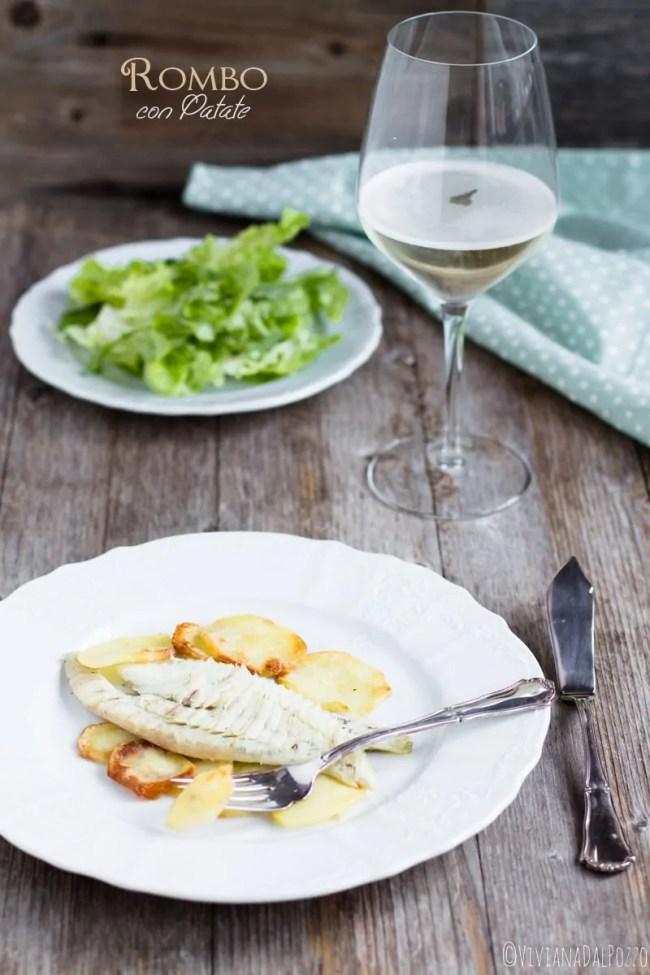 spostate le patate sul piatto di portata. rombo al forno