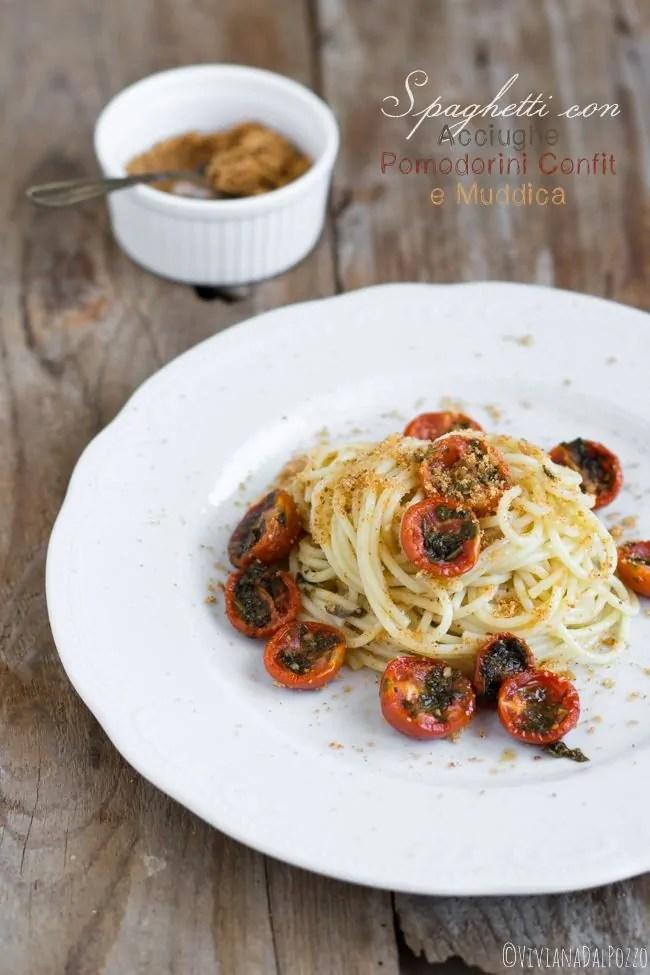 Spaghetti con acciughe pomodorini confit e muddica