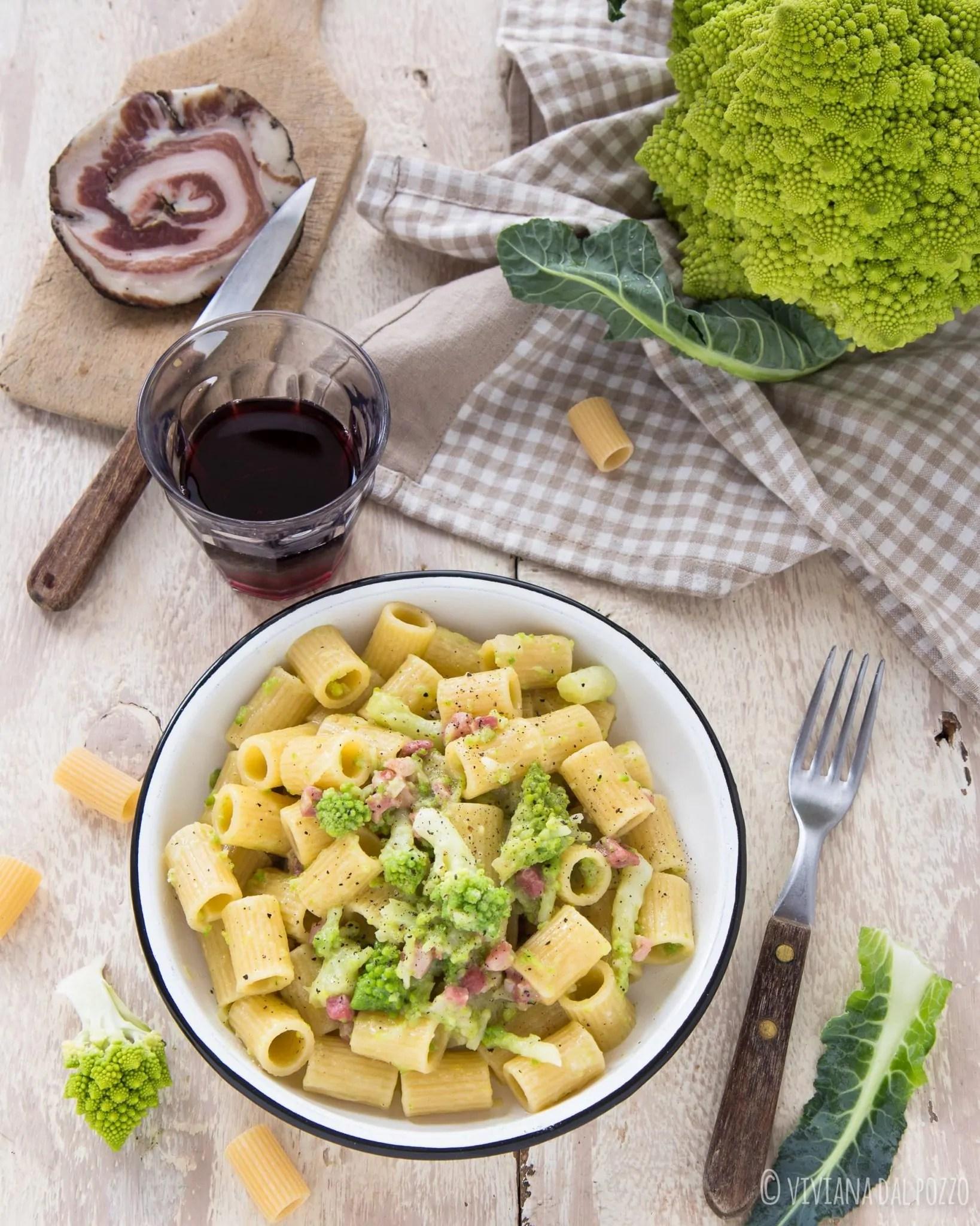 Pasta con Broccolo Romanesco e pancetta al pepe