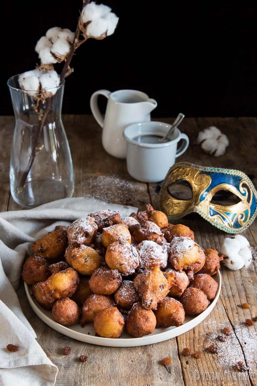 Frittelle di Carnevale dolci e morbide