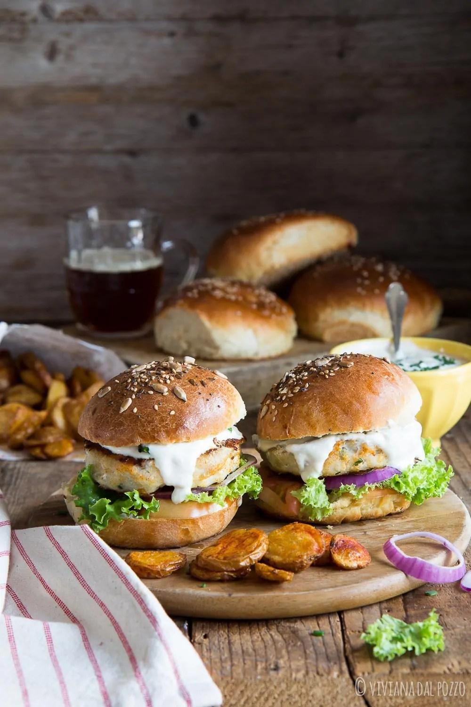 Fishburger con salsa allo yogurt e zenzero