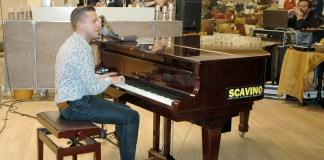 Matthew Lee alla tastiera
