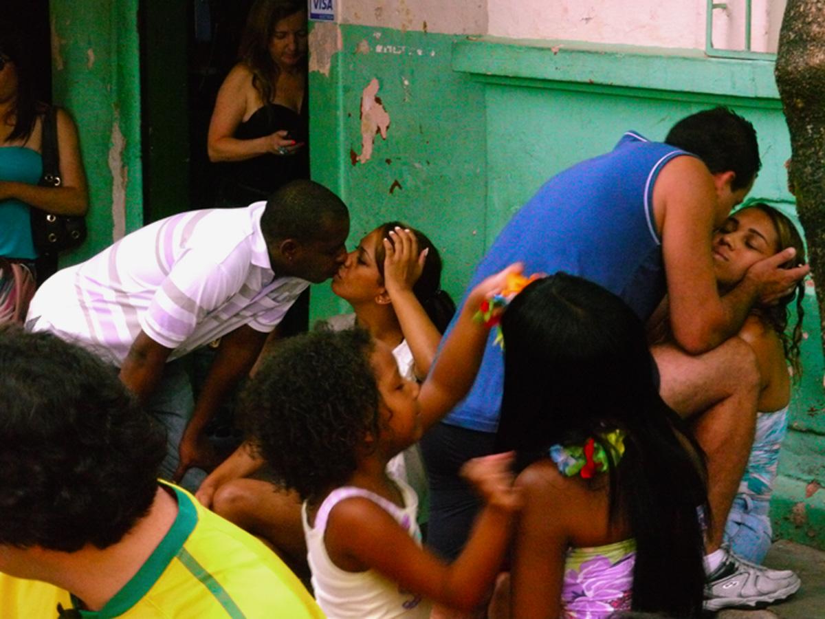 BH. Brasile. 2011. Due coppie al bar