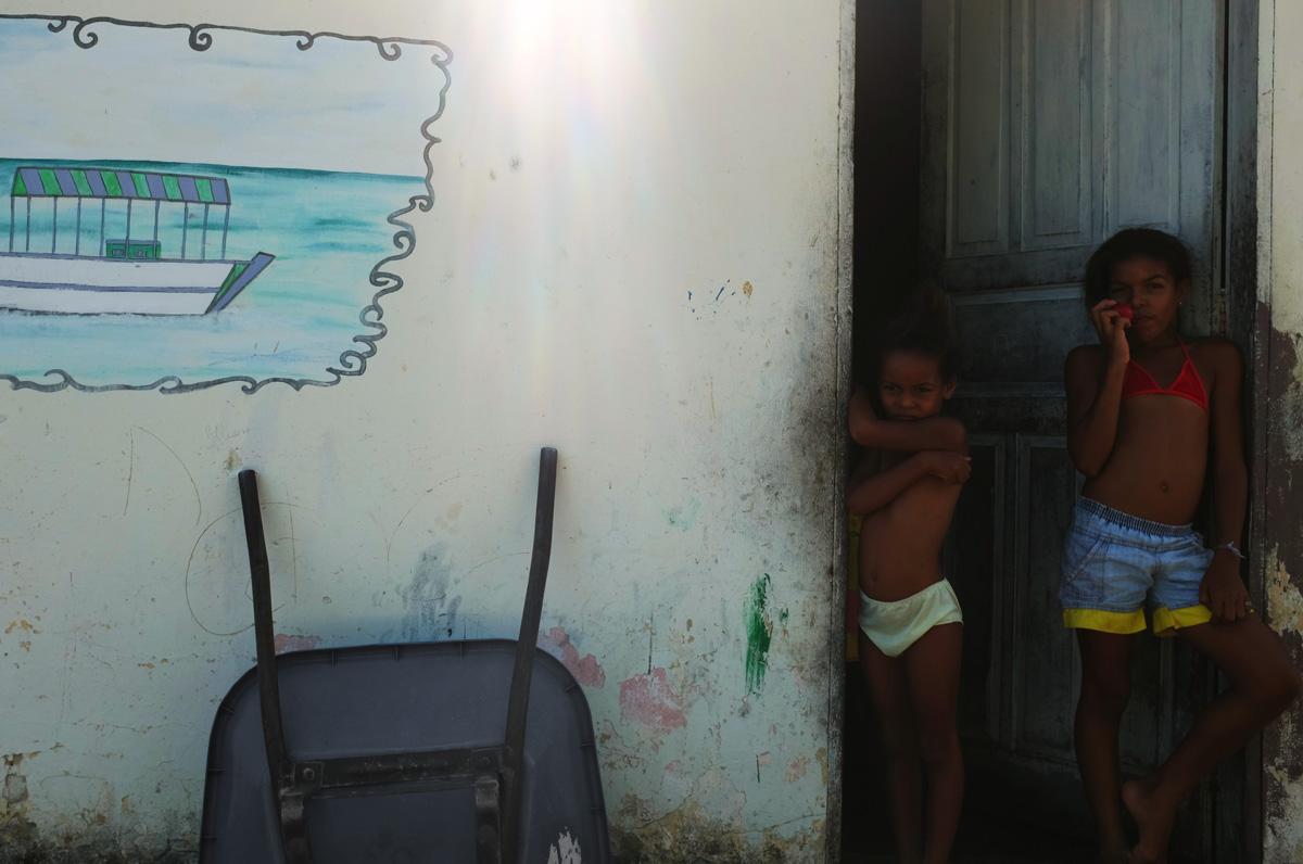 Bambine sulla porta 3 (ridotta)