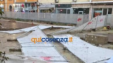 Photo of (FOTO-VIDEO) Vento a 100 Km/h, danni al cantiere di Corso Mazzini, paura a Bisignano