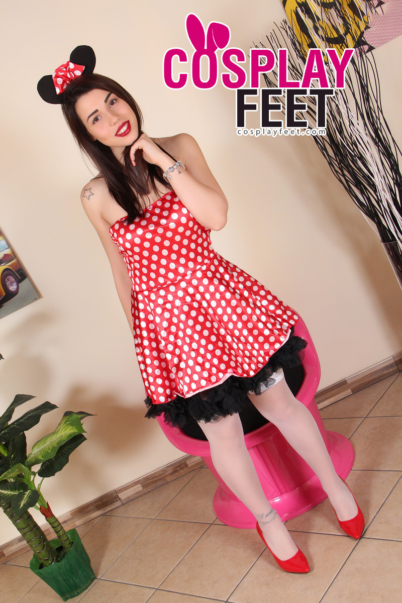 cosplayfeet-petra-minnie mouse