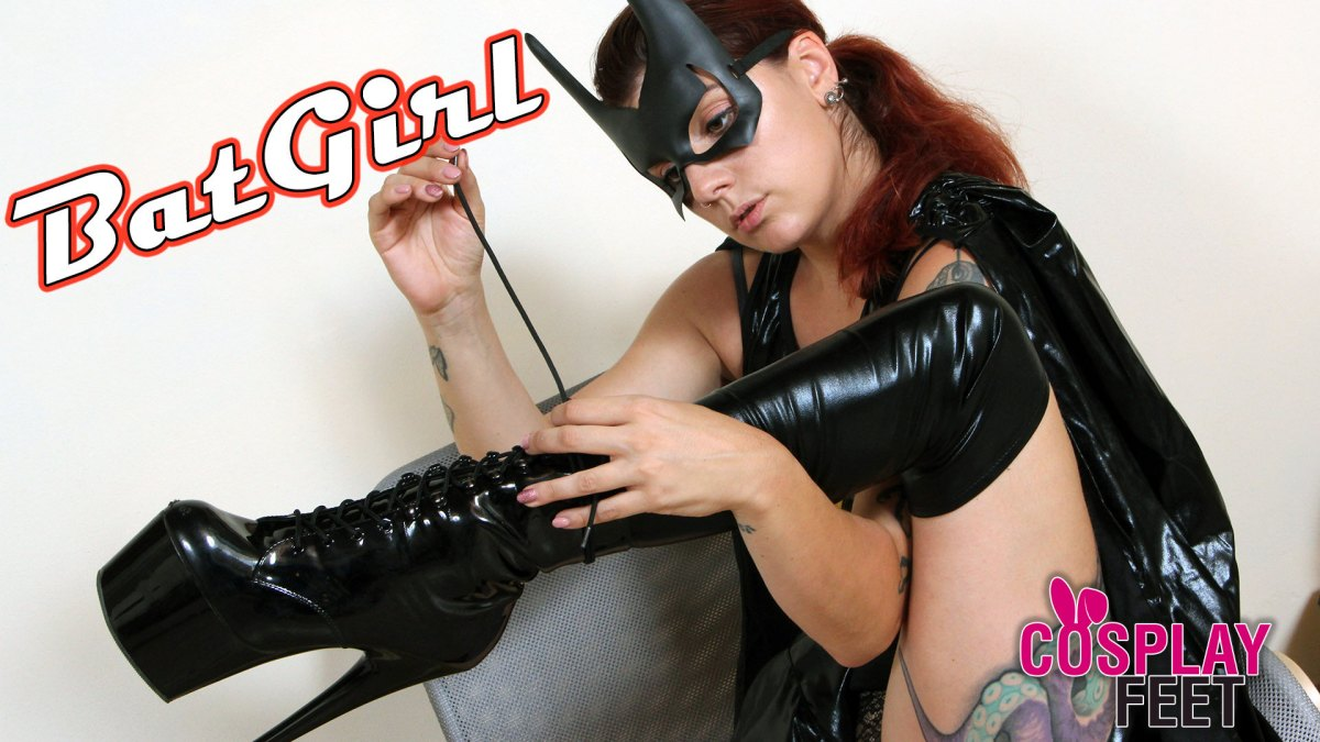 Batgirl sfila gli stivali