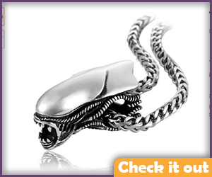 Predator Xenomorph Head Necklace.