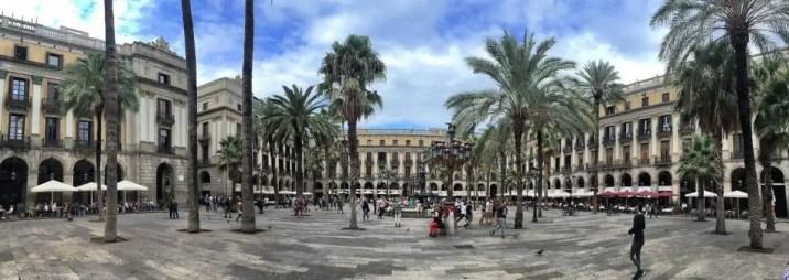 Die Plaça Reial in Barcelona