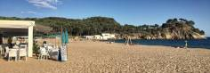 """Kurz vor dem Ende von Etappe 7: Der Strand """"Platja Del Castell Palamós"""" lädt zu einer letzten Rast mit Badepause ein"""