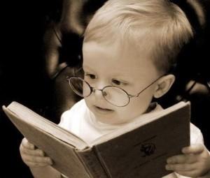 16-leggere-bambino