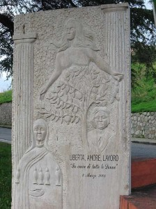 33-badolato-marina-monumento-alle-donne