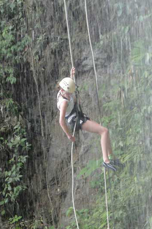 Waterfall-Rappelling-in-costarica