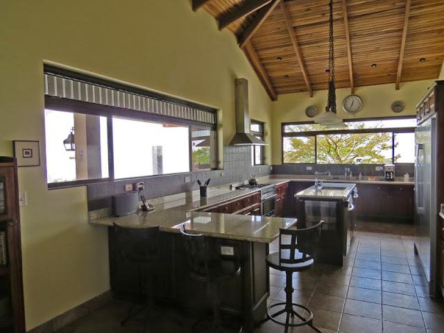 B1528 Gourmet Kitchen
