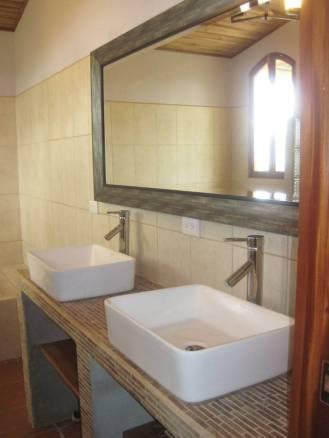 ee4215-master-bath