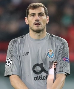 """Iker-Casillas-248x300 Cristiano Ronaldo, """"jogador do século"""""""