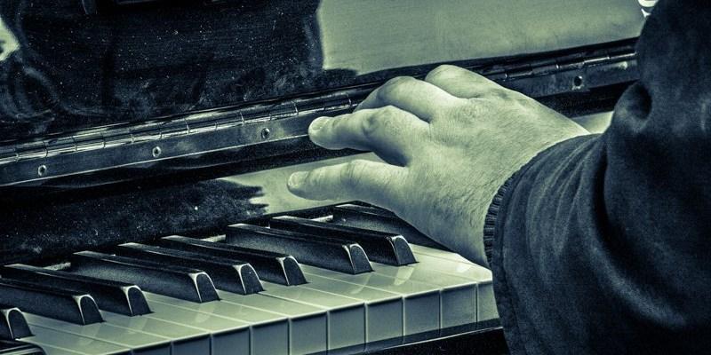 Photo de la semaine : Le pianiste de la Place Massena